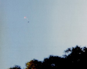 Spaceshuttle1 parachuting